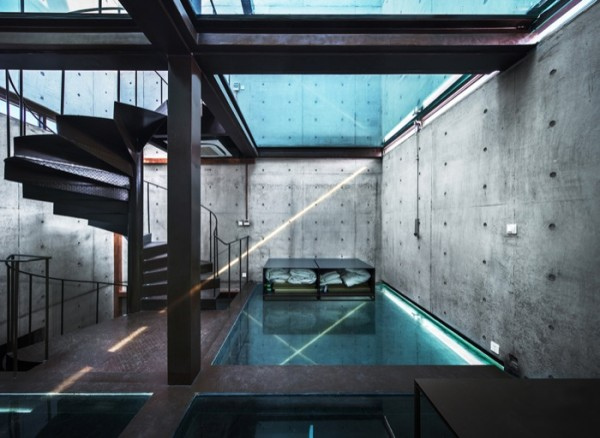Vertical-Glass-House-pisos-vidrio-600x438